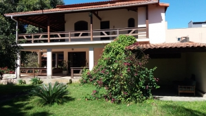 Casa duplex com 4 quartos sendo 1 suite, Centro